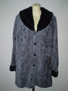 1920's style fur trimmed jacke