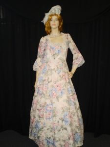 Baroque costumes 1600's ladies dress