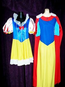 Long traditional modest Snow White costume