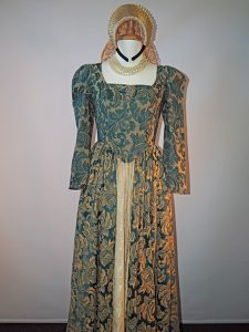 Elizabethan Lady in gold and green brocade